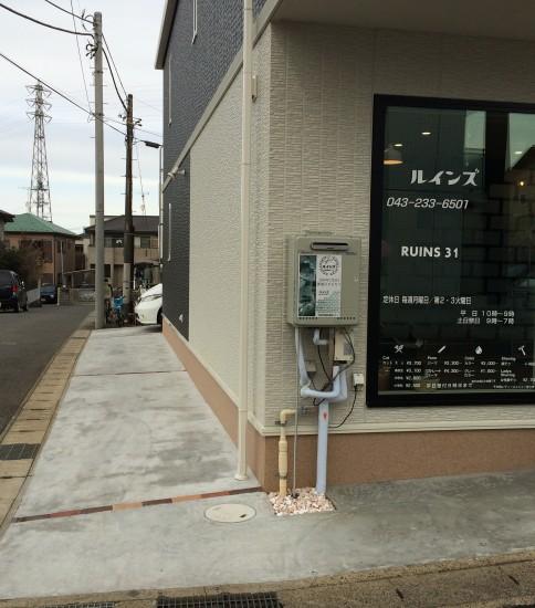 お店の横に 2台分の駐車場あります。