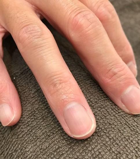 いつもありがとうございます。薬指を グレーに️爪が、割れやすい方には 防止に 是非️#ネイル#グレー#艶#割れる#都賀ルインズ31 #都賀ヘアーサロン#都賀理容室#男の美容室#顔剃りフェイシャル #顔剃りも出来るヘアサロン#千葉市若葉区都賀顔剃りサロン#都賀顔剃り#メンズフェイシャル #メンズネイル#メンズアイブロウ #メンズシェービング#メンズリンパマッサージ #メンズヘア #フェードスタイル#顔剃りも出来るヘアサロン#髪 #顔剃り#メンズネイル#リンパマッサージ#ルインズ31#千葉#都賀#四街道