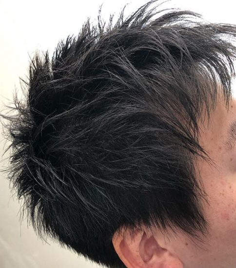レザーライトマッシュ!.髪の毛用のカミソリを使ってます。.カットラインの柔らかさと軽さが、表現出来ます。